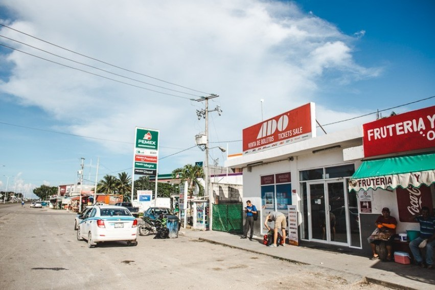 ado bus how to get to lake bacalar from tulum and belize