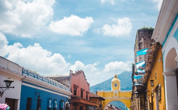things to do in Guatemala yellow antigua arch backpacking in Guatemala
