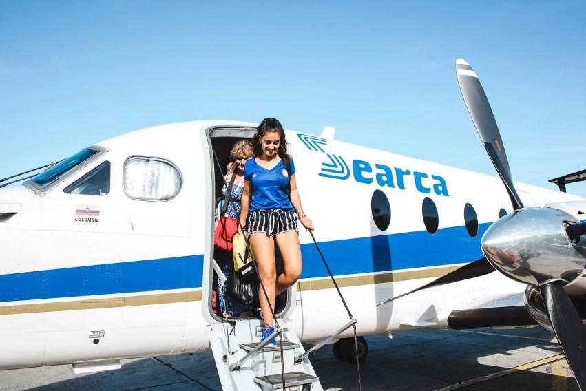 backpacker walks out of propeller plane: how travel bloggers make money