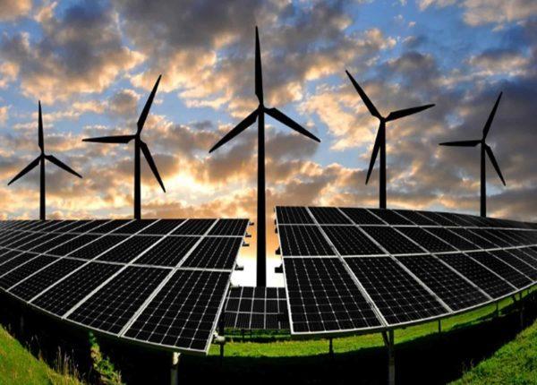 Chile se abre paso en energías renovables frente a alarmante informe ambiental
