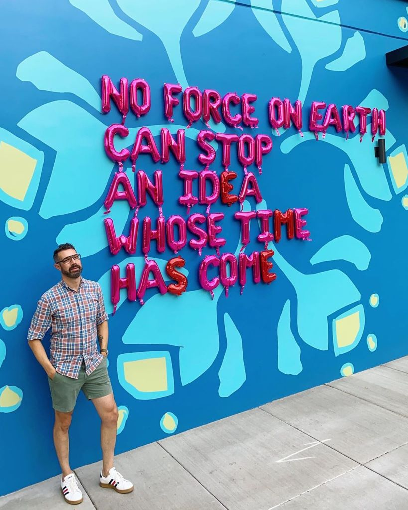 motivational quotes, balloon art, urban art, street art, street photography, famous quotes, victor hugo quotes