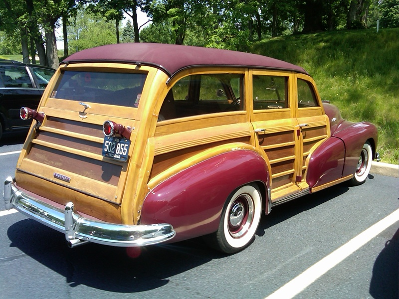 Curbside Classic: 1948 Pontiac DeLuxe Streamliner Station Wagon – At ...