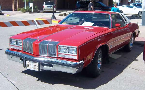 Car Show Classic 1976 Oldsmobile Cutlass Supreme Brougham The Right Car At The Right Time Curbside Classic