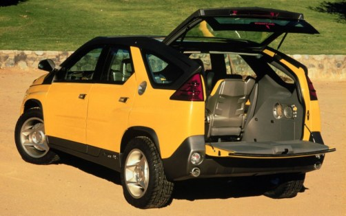Pontiac-Aztek-Concept-rear-three-quarters-hatch-open-1024x640