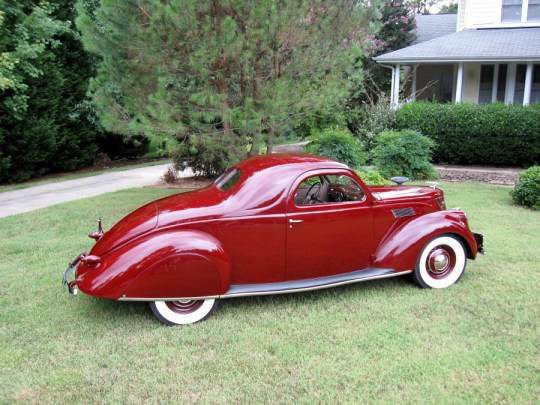 Lincoln Zephyr 1937 coupe