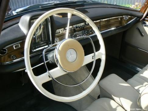 Mercedes W111 heckflosse-tacho
