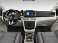 2012-Volkswagen-Routan-S-2-590x442