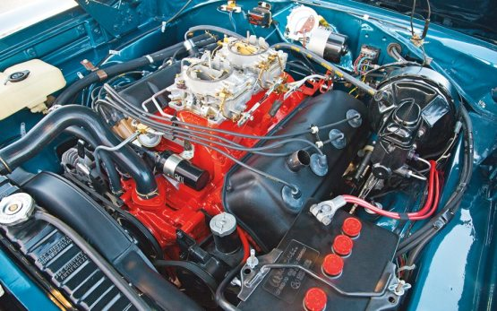 Dodge 1968 Charger-RT-426-Hemi-engine