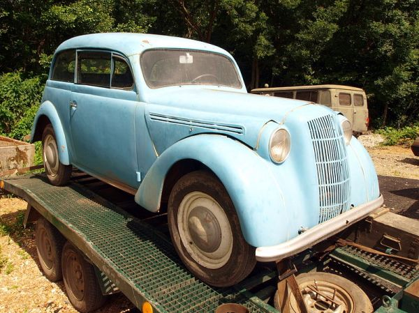 Photo source: http://en.wikipedia.org/wiki/File:Blue_oldtimer_pic1.JPG