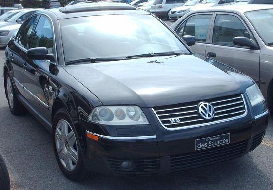 800px-'02-'05_Volkswagen_Passat_W8_Sedan