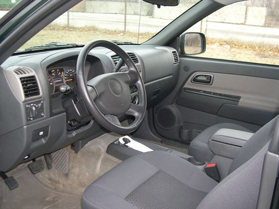 800px-GMC_Canyon_interior_sfoskett