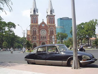 Saigon Cathedra Citroen DS