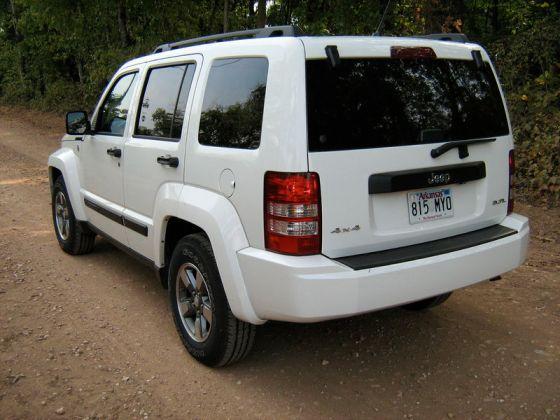 800px-2008_Jeep_Liberty_KK_white-r