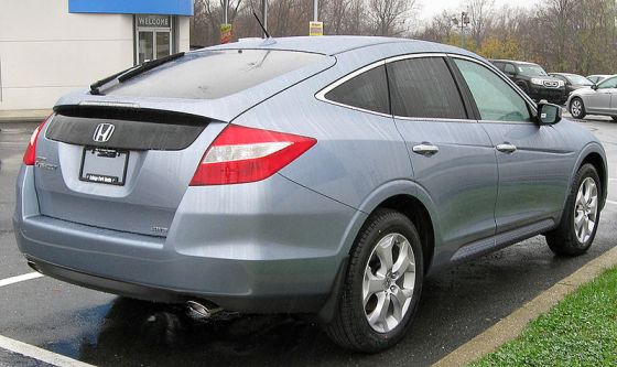 800px-2010_Honda_Accord_Crosstour_EX-L_rear_--_11-25-2009