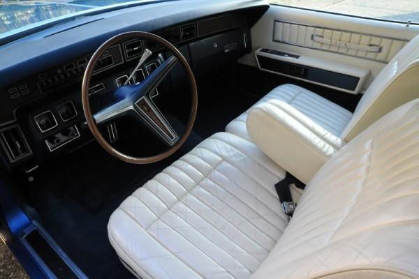 1972LincCoupe054 (800x533)