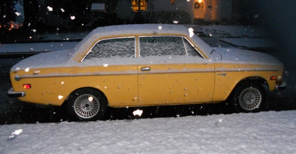 Volvo 142 in snow