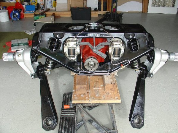 1963_Jaguar_E-Type_rear_subframe_front_view
