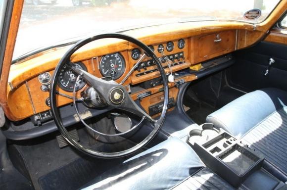 1966_Jaguar_Mark_X_Interior_resize