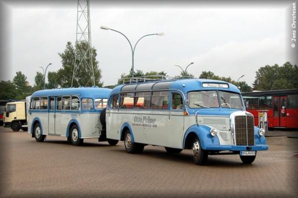 Bus Mercedes mit anheneger