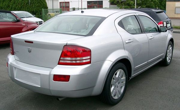 800px-Dodge_Avenger_rear_20080517