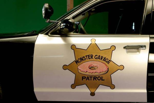 monster-garage-donut-cop-1998-ford-crown-vic-4