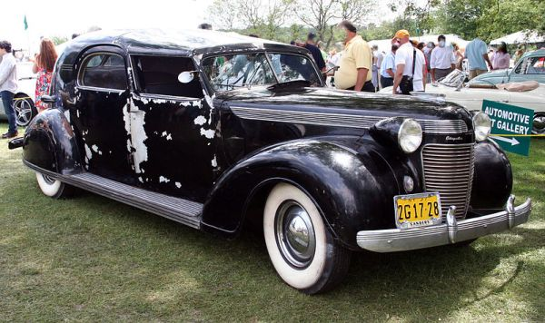 Chrysler 1937 _Imperial_Custom_Town_Car