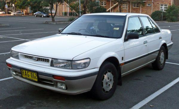 800px-1989-1992_Nissan_Pintara_(U12)_Ti_sedan_01