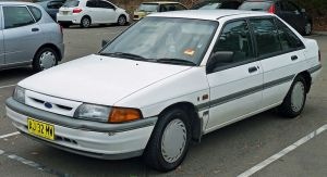 800px-1991-1994_Ford_Laser_(KH)_Ghia_5-door_hatchback_(2011-03-14)_01