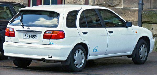 800px-1995-1998_Nissan_Pulsar_(N15)_Q_5-door_hatchback_(2011-11-04)