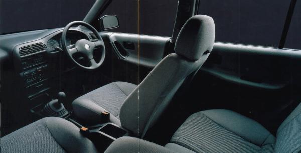 N14 Nissan Pulsar interior