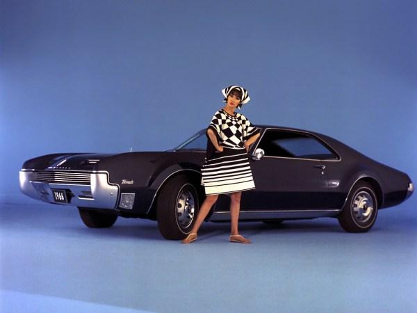 Oldsmobile 1966 Toronado_03