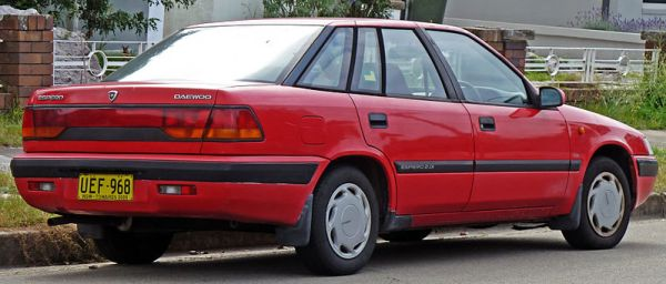 800px-1995-1997_Daewoo_Espero_CD_sedan_03