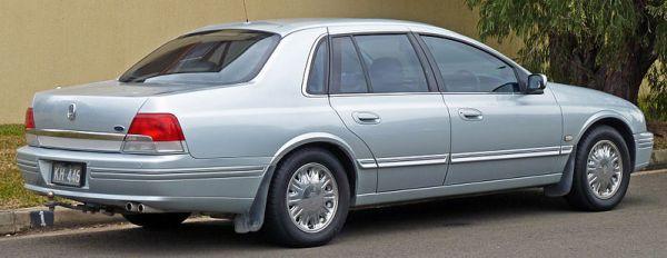 800px-2000-2003_Ford_AU_II_LTD_sedan_02