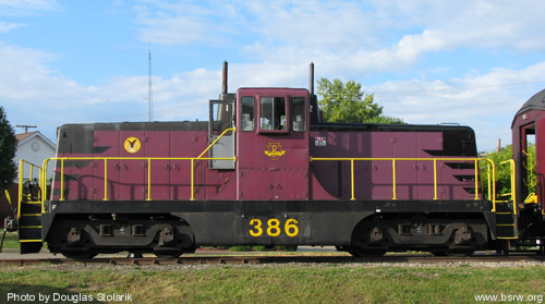 Locomotive center cab