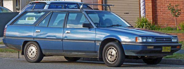 1989-1991_Mitsubishi_Magna_(TP)_SE_station_wagon_(2010-07-25)_01
