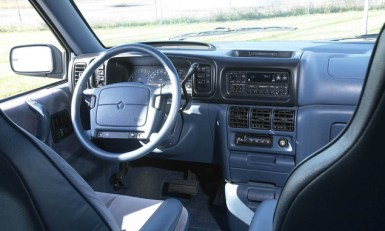 1991-Dodge-Grand-Caravan-second-Generation-Internal-Interior-Dashboard