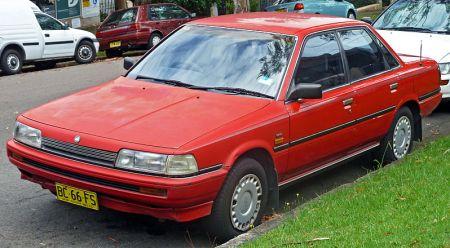 800px-1989-1991_Holden_Apollo_(JK)_SLE_sedan_(2011-01-13)