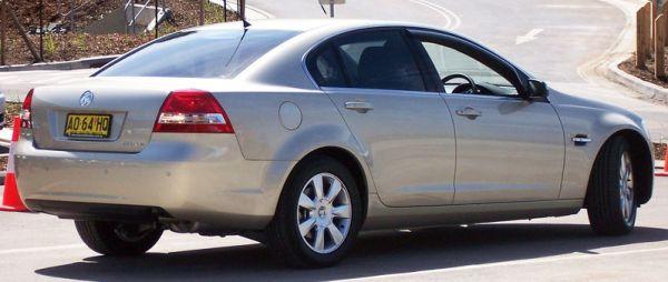 800px-2006-2007_Holden_VE_Berlina_sedan_01