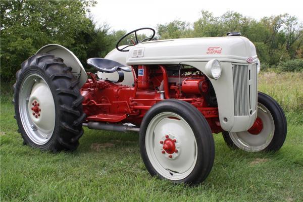 1948 Ford Ferguson Tractor : N