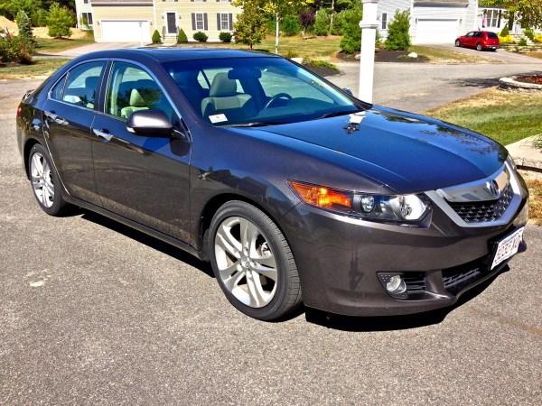 Brendan_Saur's_2010_Acura_TSX_V6.jpg