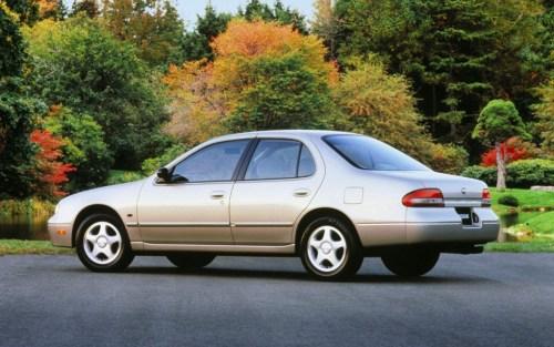 1997-nissan-altima-rear-three-quarter-vivew