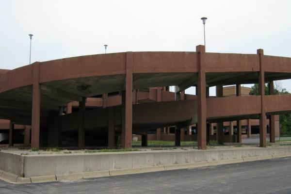 109 - U of M Flint parking garage exit ramp