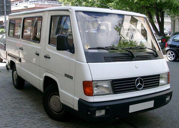 800px-Mercedes-Benz_MB100_front_20080704