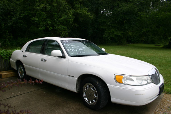 lincoln town car signature touring 1