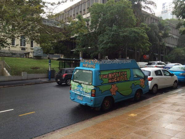 mitsubishi express  mystery machine (2)