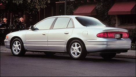 2000-buick-regal-i01