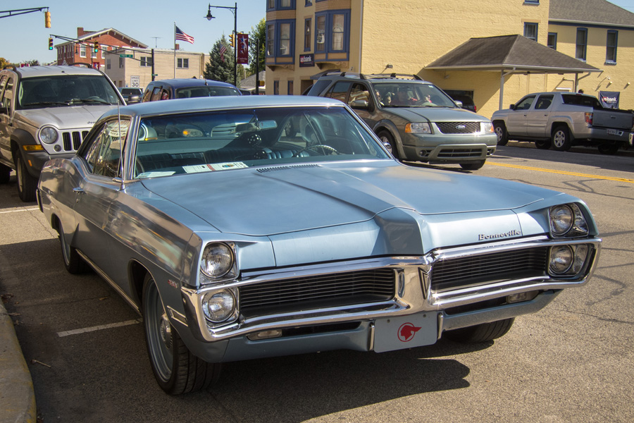 Curbside Classic: 1967 Pontiac Bonneville – A Long, Flowing Old Car ...