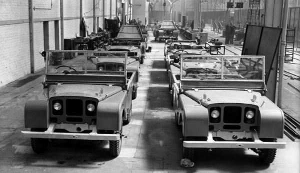 Land-Rover-series1-production-line-1