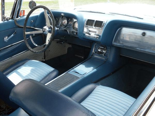 Thunderbird 1958 int -