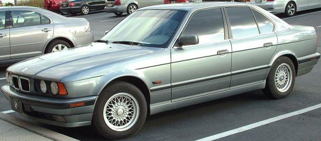 800px-'93-'96_BMW_E34_5-Series